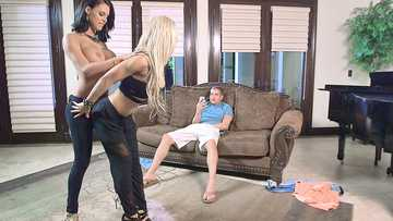 Alix Lynx and Peta Jensen in Rich Brats of Beverly Hills Part Two