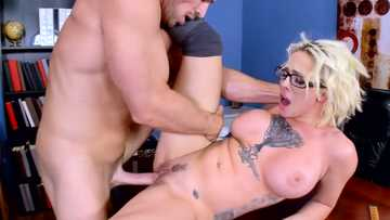 Toothsome crummy babe Harlow Harrison gets familiar with dean's cock in the office