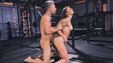 Skinny gym bunny Mia Split gets fucked by her handsome trainer in doggystyle
