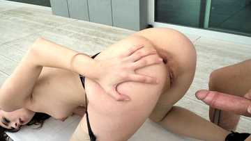 Lina Luxa: Successfully Submissive